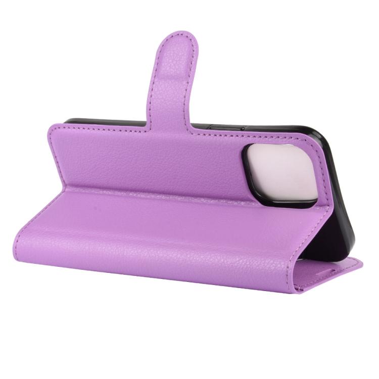 Чехол-книжка с складной подставкой для Айфон 12 фиолетового цвета