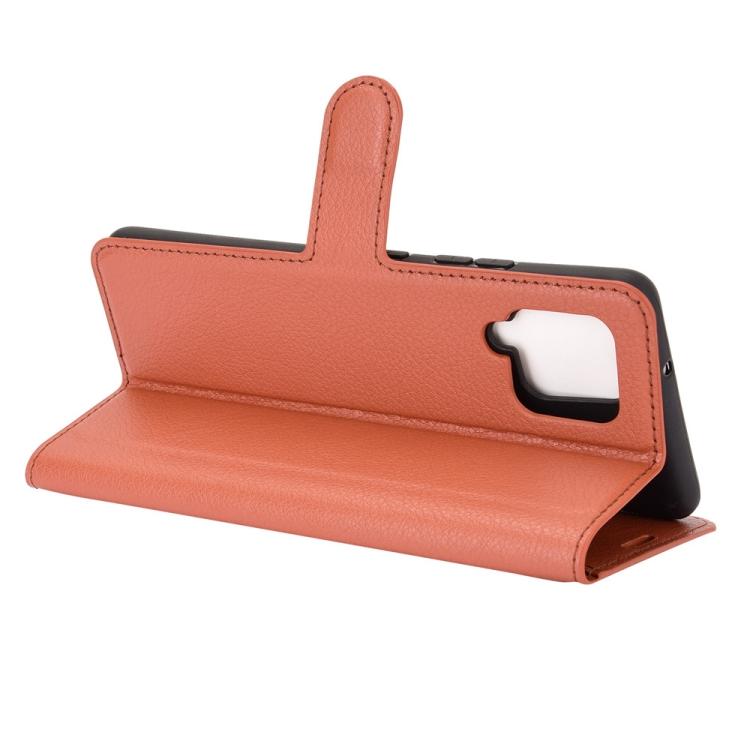 Чехол подставка коричневого цвета с магнитной защелкой