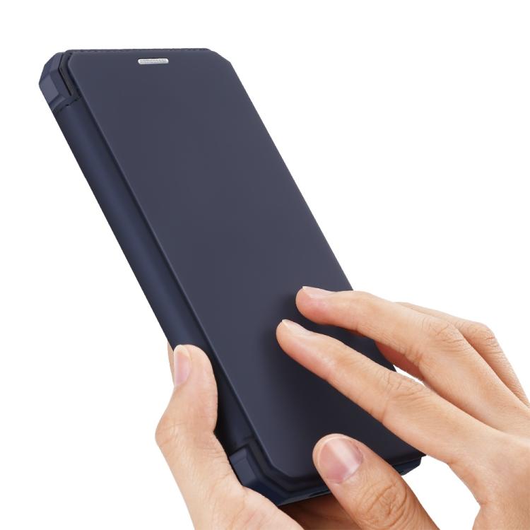 Ударостойки чехол-книжка синего цвета для Айфон 12