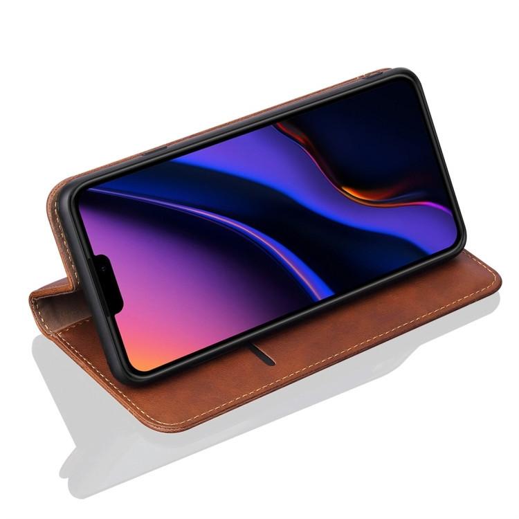 Чехол-книжка коричневого цвета с слотами под кредитки на Айфон 11 Про