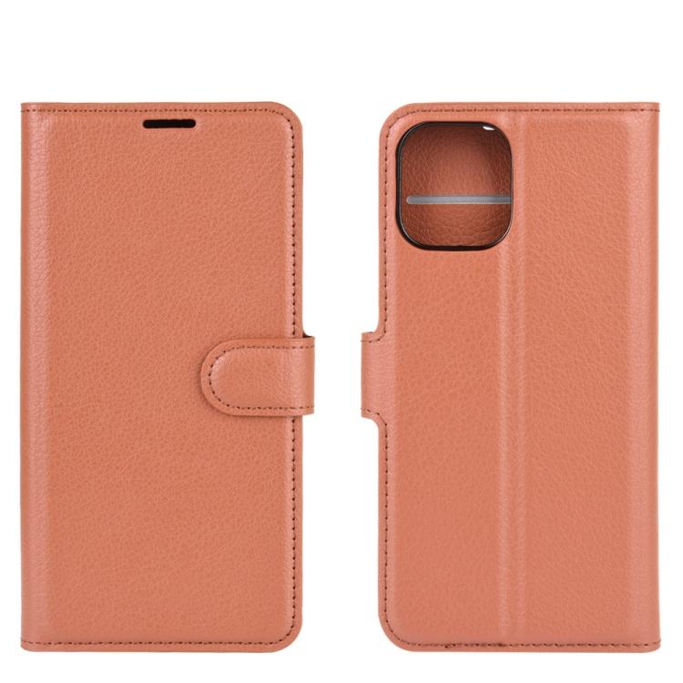 Ударостойкий чехол-книжка для Айфон 12 коричневого цвета