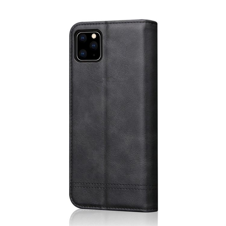 Кожаный чехол -книжка на Айфон 11 Pro черного цвета